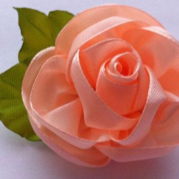 Egyszerű szatén szalag rózsa - egy darabból (videó útmutató)