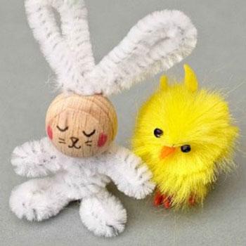 Egyszerű pipatisztító nyuszi fa golyóval - húsvéti ötlet gyerekeknek