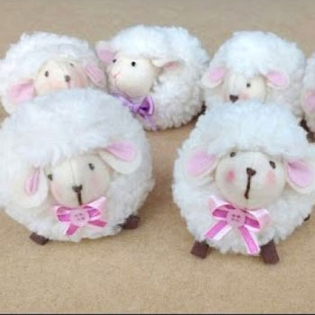 Cute little sheep toy (free sewing pattern & tutorial)