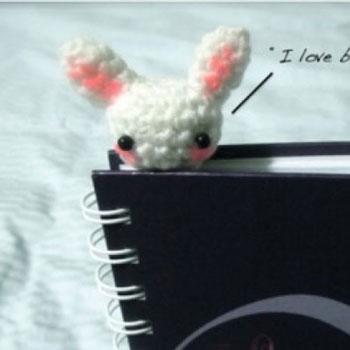Kicsi horgolt nyuszi könyvjelző - ingyenes amigurumi nyuszi minta