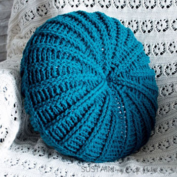 DIY Sand dollar crochet pillow - free crochet pattern