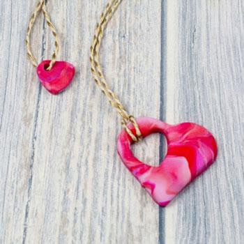Szülő - gyerek páros szív nyaklánc egyszerűen süthető gyurmából