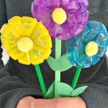 Tavaszi virágcsokor műanyag palackból - anyák napi ötlet gyerekeknek