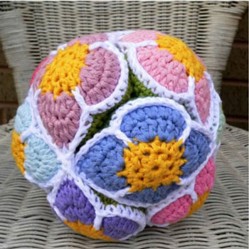 Crochet flower Amish puzzle ball baby toy - free crochet pattern