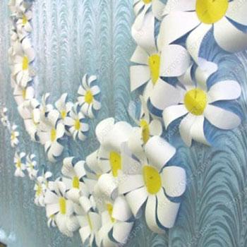 Egyszerű tavaszi papír virág dekoráció falra - kreatív ötlet gyerekeknek