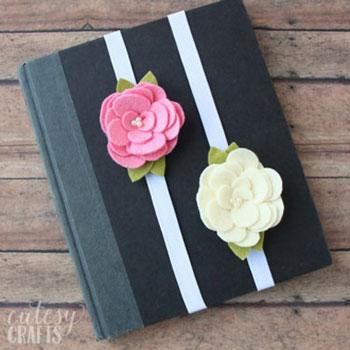 Filc virág könyvjelzők egyszerűen (ingyenes sablonnal)