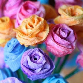 Papírtörlő rózsa ételfestékkel festve - papír virág készítés egyszerűen
