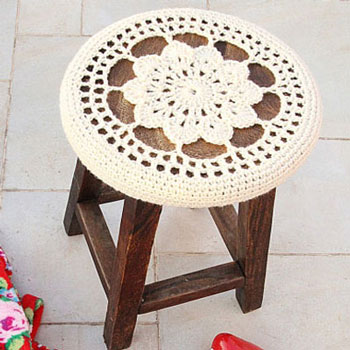 Free crocheted flower medallion stool cover pattern