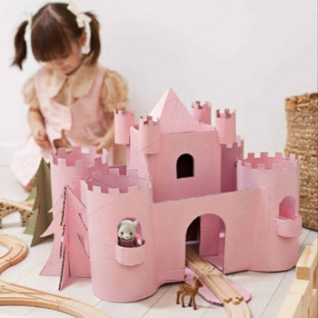 DIY Cardboard box castle - upcycling craft