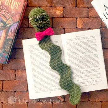 Könyvkukac - horgolt könyvjelző (ingyenes horgolásminta) 012b33d4aa