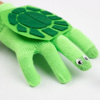 Teknős báb fél pár kesztyűből - kesztyűbáb készítés gyerekeknek