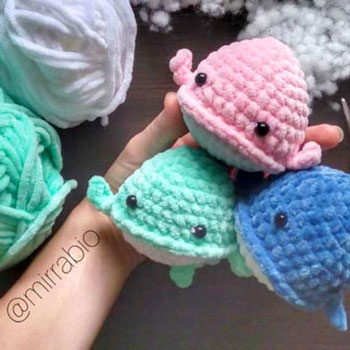 Small amigurumi whale (free crochet pattern and video tutorial)