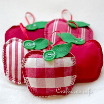 Easy DIY fabric apple sachet (free sewing pattern)