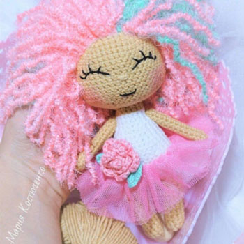 Rose az amigurumi baba - ingyenes horgolásminta
