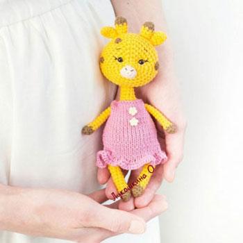 Amigurumi kislány zsiráf (ingyenes horgolásminta)