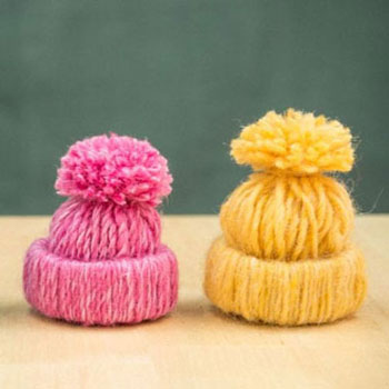 Little yarn hats - easy christmas ornaments