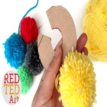 How to make pompoms - DIY cardboard pom pom maker