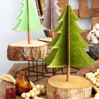 Filc karácsonyfa farönkszeleten - egyszerű karácsonyi dekoráció