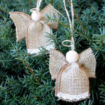 Egyszerű angyalka karácsonyfadísz juta szalagból - rusztikus dekoráció