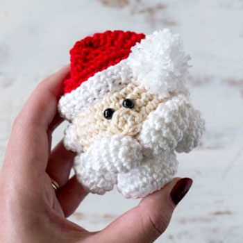 Amigurumi Santa Claus Christmas ornament (free crochet pattern)
