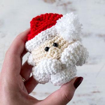 Amigurumi Mikulás karácsonyfadísz (ingyenes horgolásminta)