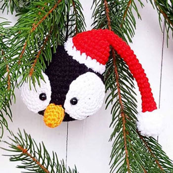 Amigurumi penguin Christmas ornament (free crochet pattern)