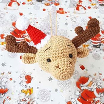 Amigurumi rénszarvas karácsonyfadísz (ingyenes horgolásminta)