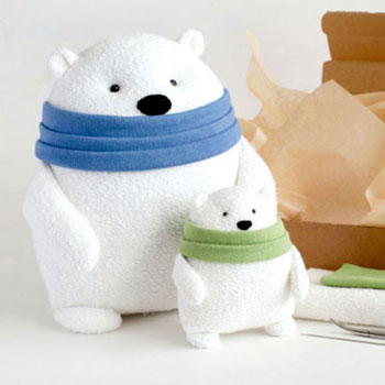 Adorable and easy to sew polar bear plush (free sewing pattern)