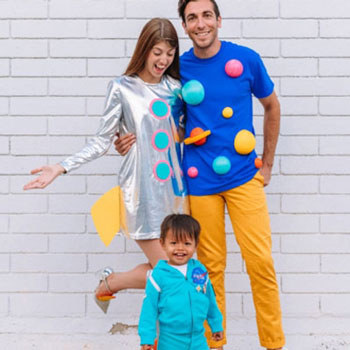 DIY Family space costume (astronaut, space rocket and solar system costumes)