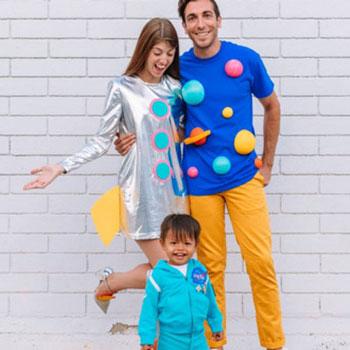 Családi űrhajós jelmez - egyszerű farsangi jelmez ötlet ruhákból