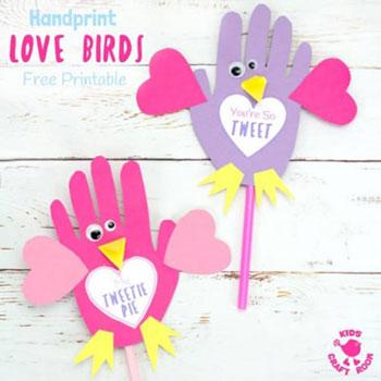 Kézkörvonal madárka képeslap Valentin napra (vagy anyák napjára)
