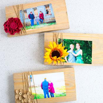 Egyszerű asztali fényképtartó maradék fa deszkából