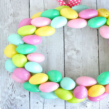 DIY Plastic Easter egg wreath - quick Easter decor