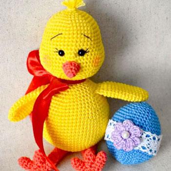Húsvéti amigurumi csibe horgolt húsvéti tojással (ingyenes horgolásminták)