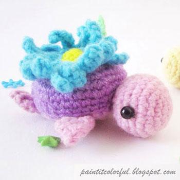 Tavaszi virágos amigurumi teknős (ingyenes horgolásminta)