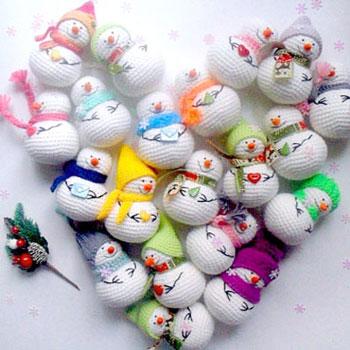 Kicsi sapkás amigurumi hóember (ingyenes horgolásminta)