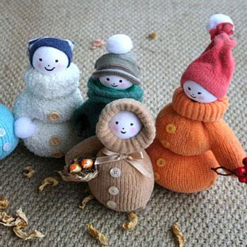Szeretnivaló fázós eszkimók (babák) kesztyűkből