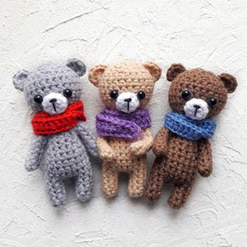 Little amigurumi bear with scarf (free crochet pattern)