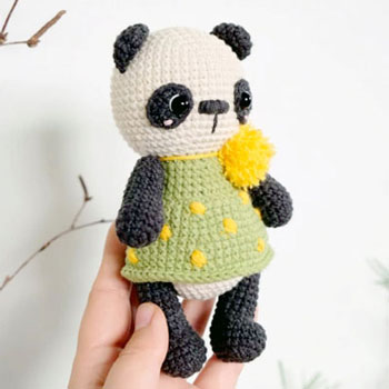 Amigurumi panda pöttyös ruhában (ingyenes horgolásminta)
