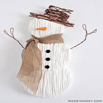 Hóemberes téli dekoráció fonalból és papírtányérokból