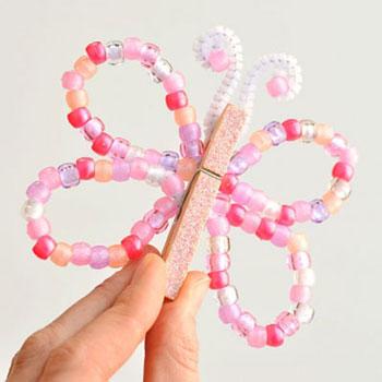 Egyszerű gyöngy pillangó facsipesszel - kreatív ötlet gyerekeknek
