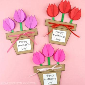 Egyszerű tavaszi cserepes tulipános képeslap anyák napjára