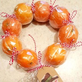Egészséges gyümölcs koszorú mandarinokból - kreatív ajándék