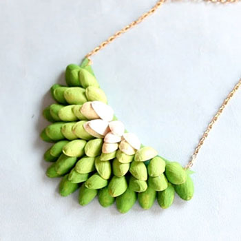 Gorgeous DIY pistachio shell necklace (jewelry making tutorial)