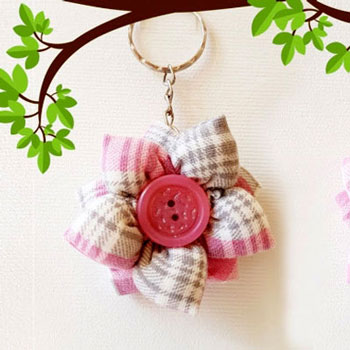 Easy DIY Fabric flower keychain (bag charm) - upcycling craft