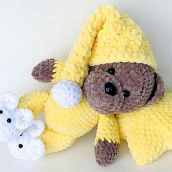 Puha pizsamás amigurumi maci (ingyenes amigurumi minta és videó útmutató)