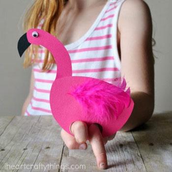 Flamingó ujjbáb papírból - kreatív nyári ötlet gyerekeknek