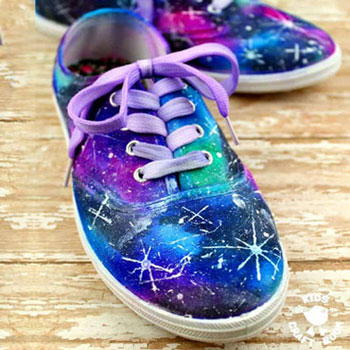 Galaxis cipő egyszerűen - textilfestés alkoholos filccel