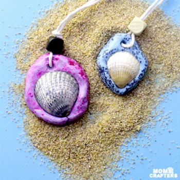 Egyszerű kagyló nyaklánc gyurma alappal - kreatív ötlet gyerekeknek