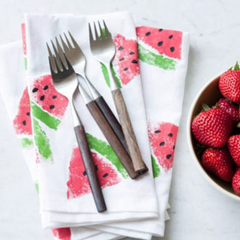 DIY Watermelon print napkins - fabric painting idea (summer decor)